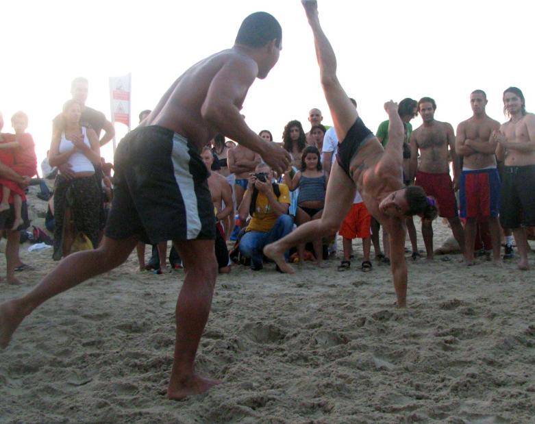 Capoeira - shira gal (flickr)